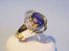 Ladies' ring with blue sapphire solitaire 1.5ct.