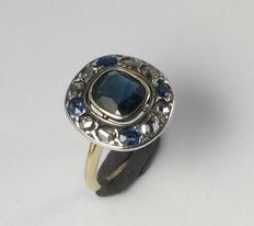 Yellow gold ring, sapphire and diamond rose