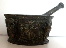 Bronze mortar with pestle and heraldic shields - France - 18th century