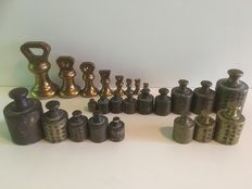 Lot of 25 pieces brass weights - England and Netherlands - ca. 1900