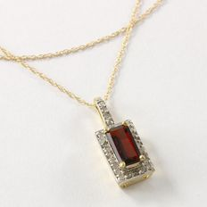 Estate 10kt Yellow Gold  Necklace set With Diamonds and Garnet