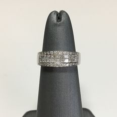 18kt white gold with diamonds ring, 1.0ct total