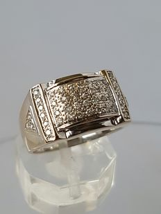 18 kt white and yellow gold with diamonds of 0.46 ct - in very good condition