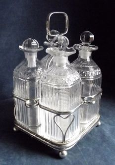 Antique Set of 4 Decanters with Plate in English Silver Plate Sheffield, around 1840