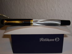 Vintage Pelikan M200 piston filler fountain pen grey marbled