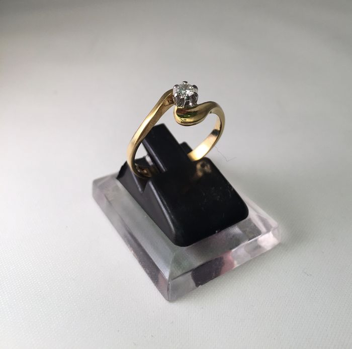 18 kt gold solitaire diamond ring – Size 15