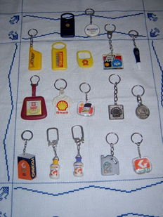 Vintage Lot with 17 keyrings, Shell, Galp and Mobil