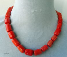 Very long necklace made of coloured coral
