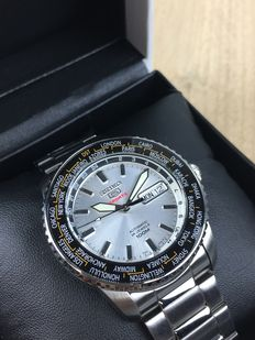 Seiko 5 Sports Worldtimer automatic referentie: SRP123K1 - herenhorloge