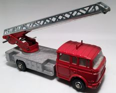 Dinky Toys - Schaal 1/48 - Berliet Turntable Fire Escape No.568