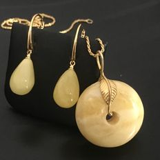Baltic amber egg yolk white amulet butter colour on silver gold-plated chain with drop shaped earrings, whole set gold plated