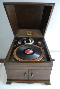 Gramophone His Master's Voice (table model)