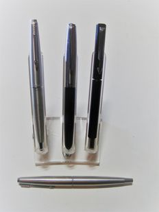 4 Parker - fountain pens - stainless steel