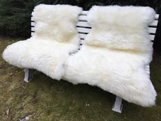 Lot of 2 real XXL natural white sheepskins, lambskins - from 1,-€ no reserve price