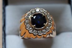 18 kt yellow gold ring with 16 diamonds and a synthetic blue sapphire of 2.0 ct.