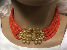 Very rare, 4-strand, 100% genuine Mediterranean Sea precious coral necklace, beautiful large gold clasp with Zeeland bead hook