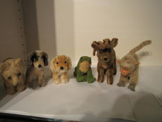 Lot of 6 Steiff animals - 2 dogs, 1 polar bear, 1 reindeer, 1 monkey and 1 frog - Germany