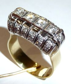 Diamond ring in 14kt / 585 gold with 1ct. diamonds. Set all around with diamonds.
