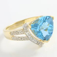 Estate 10kt Yellow Gold  Ring Set With Diamonds and Blue Topaz