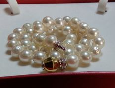 Cultured pearls necklace with 18 kt gold brooch and diamonds - 46 cm - No reserve price