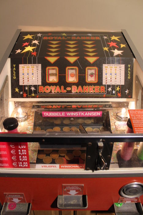 Beautiful Royal Banker Coin Pusher from the fairground