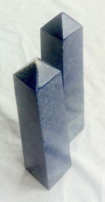 Matching Lapis Lazuli carved and polished obelisks - 18.5 and 18cm - 1270gm  (2)