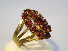 Golden ring with facetted garnets, around 1935/50