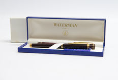 Aquarius ' Ideal ' fountain pens 1 with 18 carat gold nib