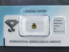 0,45 ct cushion geslepen diamant Natural Fancy Intens brownish greenish yellow Si1