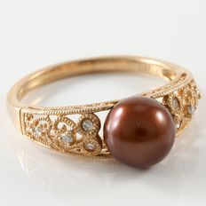 Estate 10kt Rose Gold Ring Set with Diamonds and Fresh Water Pearl