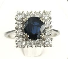 Sublime 18 kt gold ring adorned with a sapphire (1 ct) in an entourage of brilliant-cut diamonds G/VVS (0.8 ct)