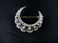 Crescent moon brooch made of gold and silver, 19th century