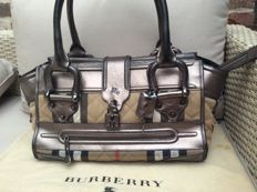 Burberry - große Manor-Tasche gestepptes House Check-Canvas