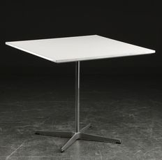 Arne Jacobsen for Fritz Hansen - Vintage table