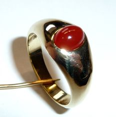 Ring made of 585 / 14 kt gold with 1 carnelian 0.50 ct Handmade with flat, round shape, full solid