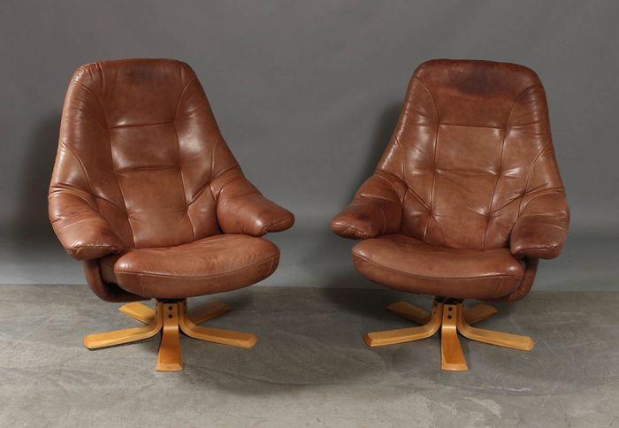 Danish Design Meubels : Danish furniture producers u2013 set of 2 leather armchairs. catawiki