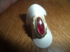 14 kt gold ring with pink sapphire (1940s)
