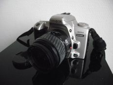 Minolta Dynax 404si with Minolta AF zoom - f=35-80 mm - 1:4.0-5.6 lens and 49 mm diameter