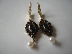 Magical gold pendant earrings with garnet & peal