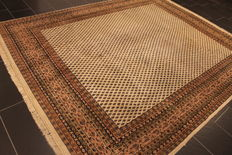 Beautiful hand-knotted oriental carpet, Sarough Mir, 249 x 312 cm, made in India, end of the 20th century