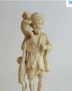 Ivory Figure of a monkey trainer with two monkeys - India - early 20th century