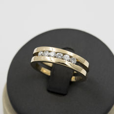 Yellow gold solid frame ring with brilliant cut diamonds – Ring size 18 (Spain)