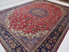 Wonderful Persian carpet, Isfahan / Iran, 398 x 285cm, end of the 20th century. In excellent condition