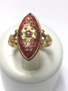 Very nice marquise ring in 18 kt gold and red enamel