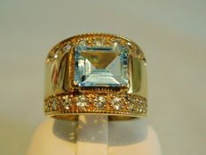 Wide ring with genuine aquamarine (tested) approx. 1.70ct in total.