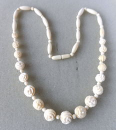 Erbacher ivory necklace rose blossoms, necklace circa 1930