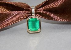 14k gold pendant with emerald 1.34 ct. and diamond. - 8.5 x 7 mm.