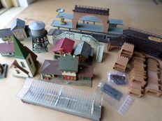 Faller H0 - Several houses built stations, platforms, church, supermarket and a lot of material to get over it, driving a bridge for a ho track.