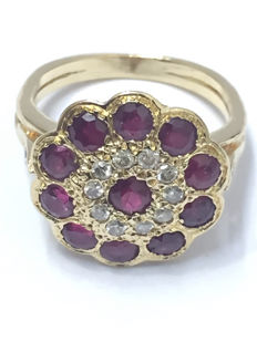 Pompadour ring in gold, diamond and rubies totalling 1.03 ct
