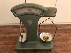 Beautiful antique pharmacy scale. ' Libra August Sauter ' 19th century, including original weights.